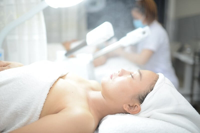 Máy xông hơi mặt có tác dụng loại bỏ các chất bẩn, bã nhờn trên da